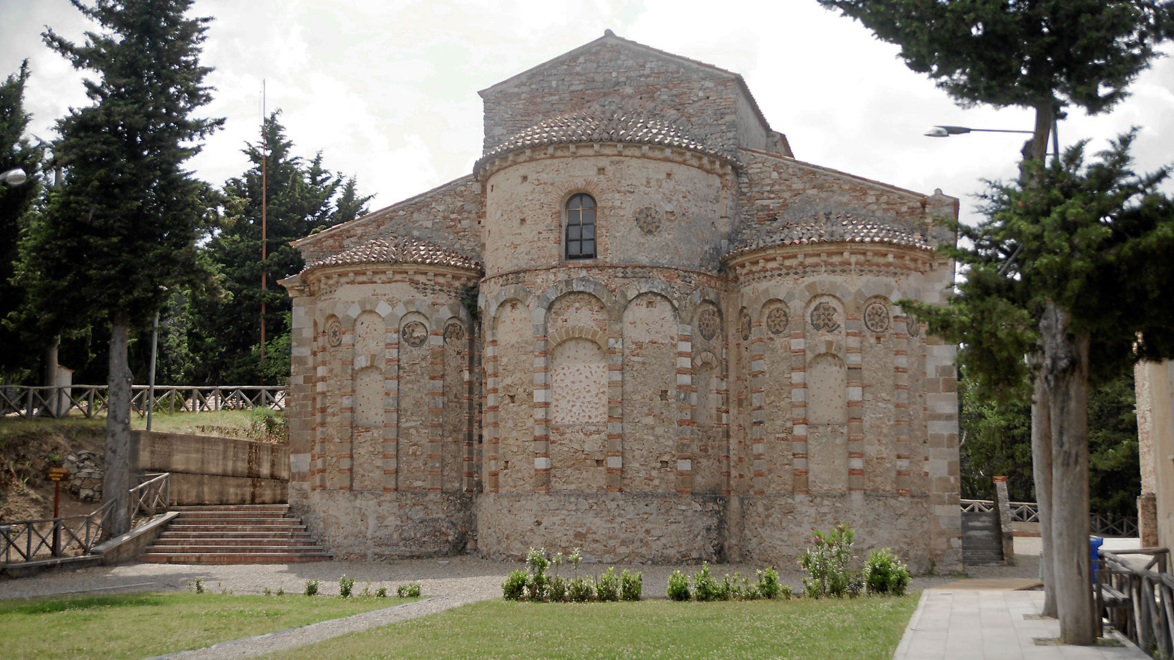 L'abside dell'abbazia di S. Maria del Patire